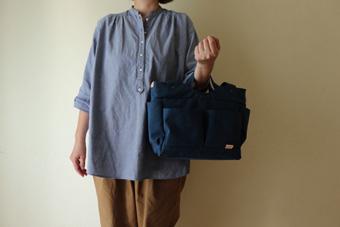 倉敷帆布多ポケット2Way肩掛けトートバッグの手持ち使用例2