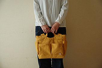 倉敷帆布多ポケット2Way肩掛けトートバッグの手持ち使用例1
