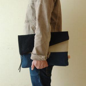 A4サイズの二つ折りクラッチバッグ