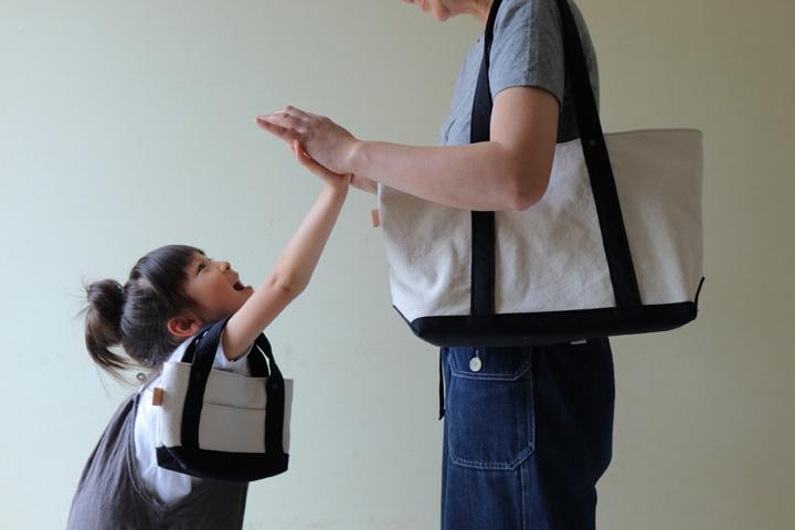 肩掛け横長トートと長財布サイズのミニトートバッグの親子リンクコーデ